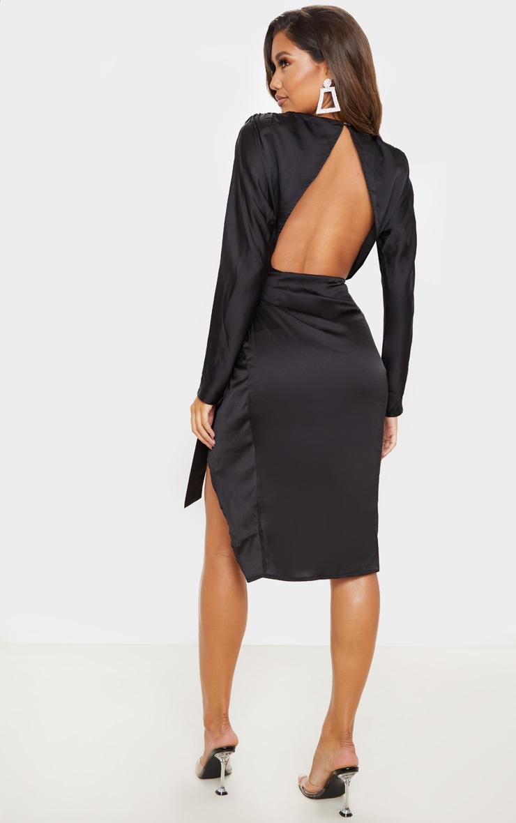 Robe mi-longue satinée noire à dos nu et jupe portefeuille 2