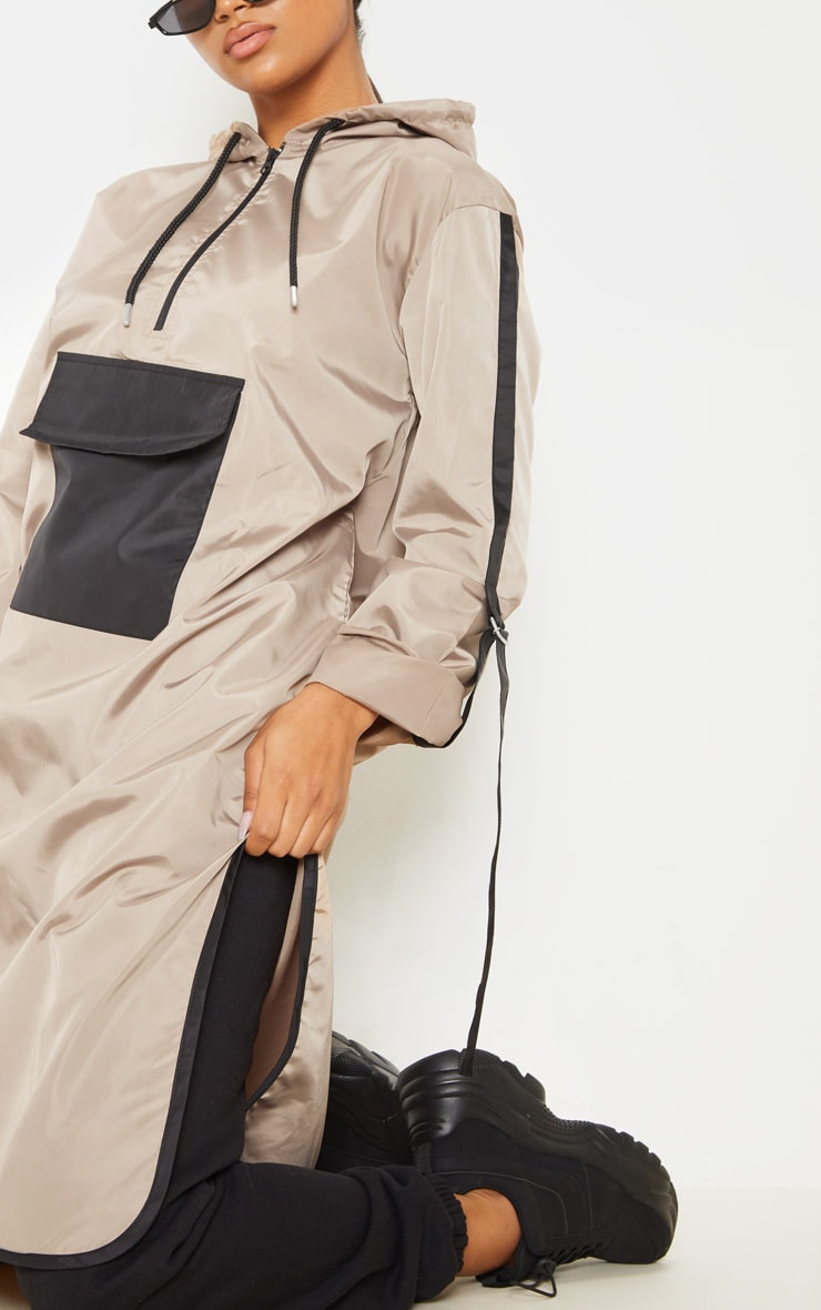 Coupe-vent long style survêt gris pierre à poche contrastante 5