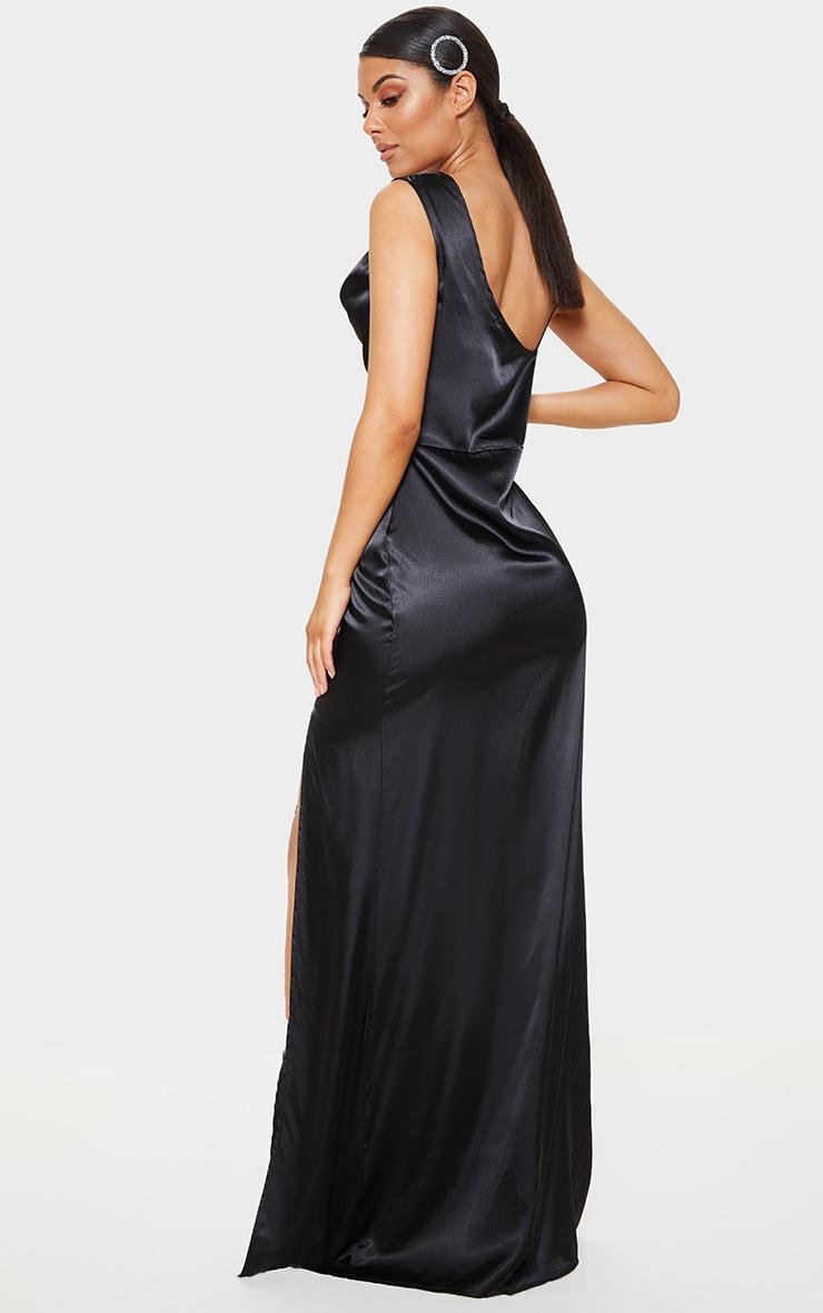 Robe longue satinée noire à col bénitier 2