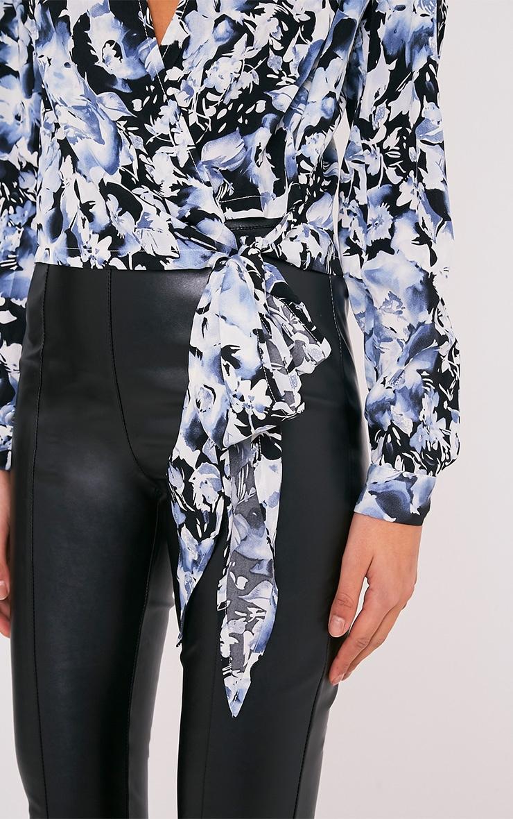 Avalyn chemisier cache-cœur bleu à nœud sur le devant et imprimés floraux 6