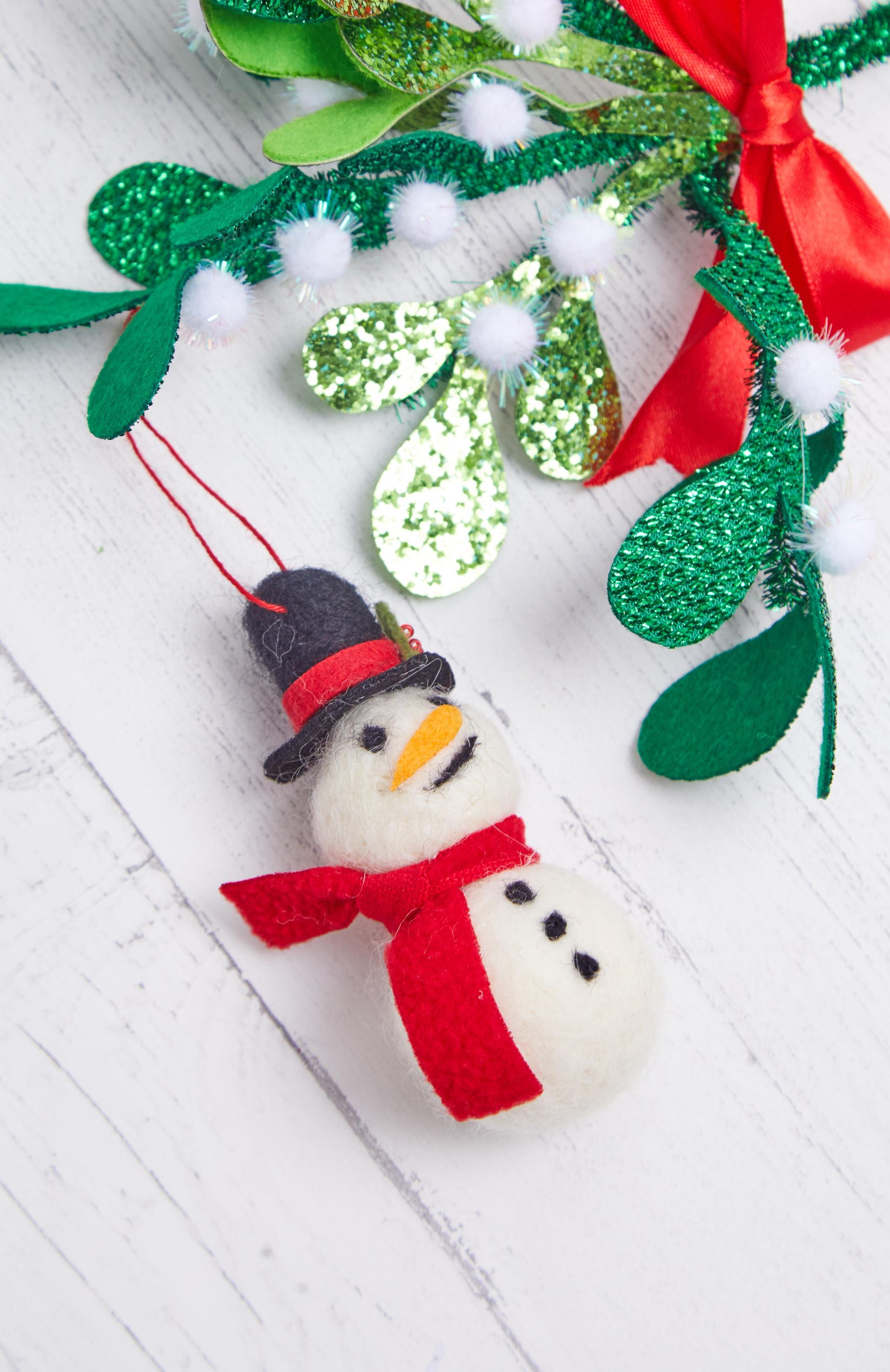 SASS & BELLE Felt Smiley Snowman Hanging Decoration