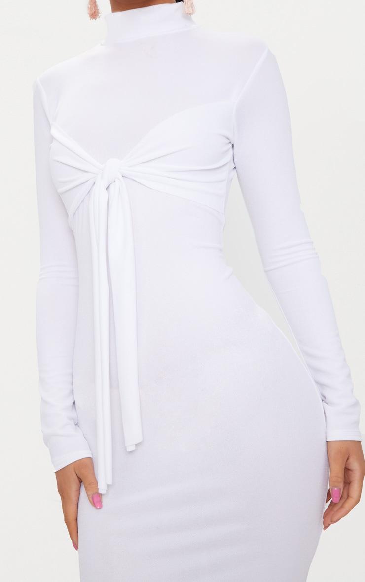68c15e5836d1 Robe mi-longue blanche à col haut avec manches longues et partie cache-coeur