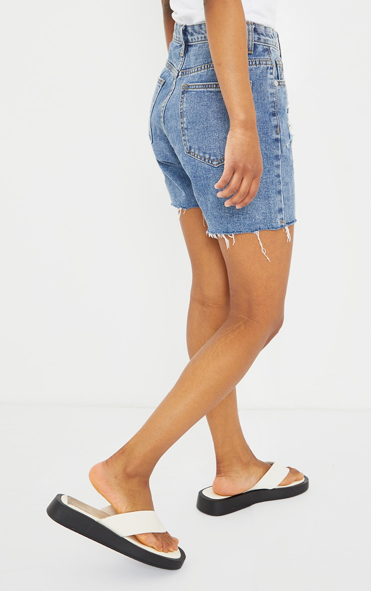 PRETTYLITTLETHING Petite Blue Vintage Wash Ripped Longline Fitted Denim Shorts 3
