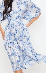 Robe mi-longue plissée à dos ouvert et imprimé floral bleu pastel 4