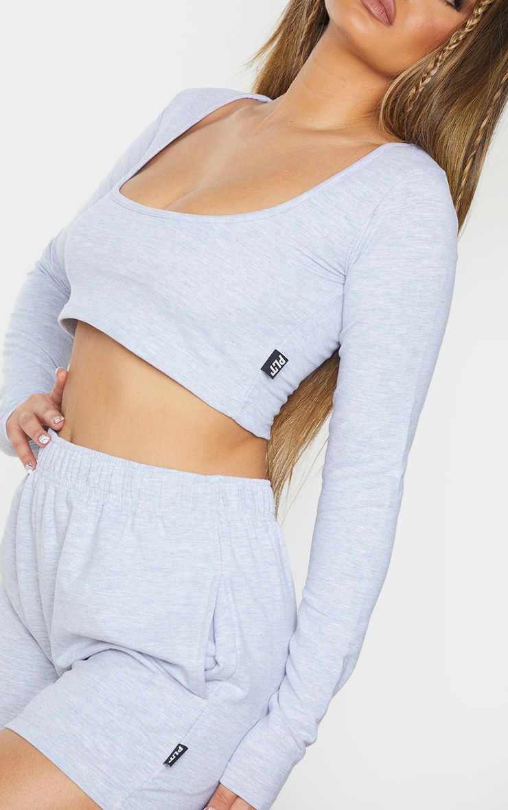 PRETTYLITTLETHING Grey Marl Badge Cotton Long Sleeve Crop Top 4