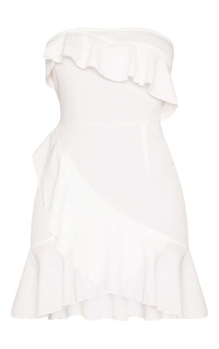 Robe moulante tissée blanche très volantée  3