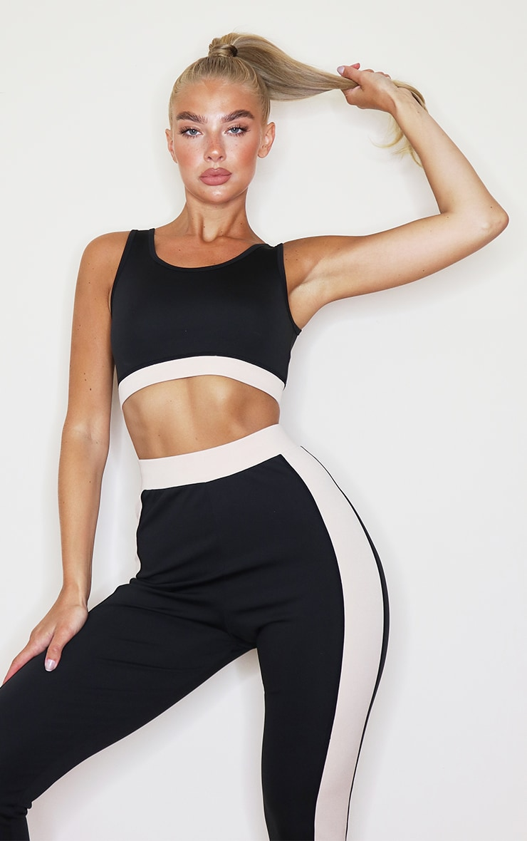 PRETTYLITTLETHING Black Sport Backless Cropped Sports Top 2
