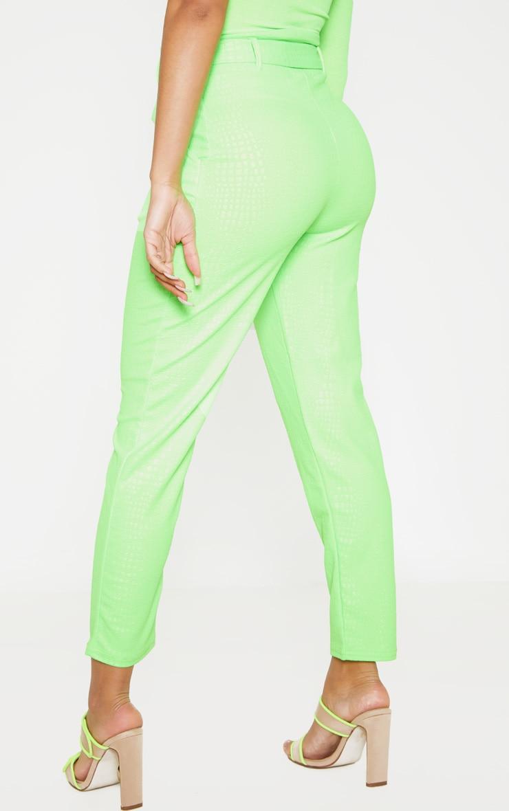 Pantalon cigarette vert citron fluo imprimé croco et ceinture boucle en D 4
