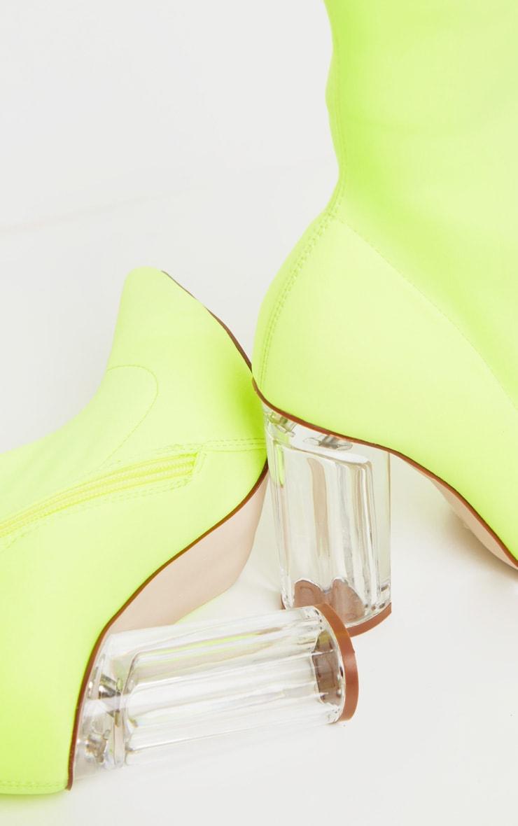 Bottines chausettes jaune fluo à talons bloc transparents 4