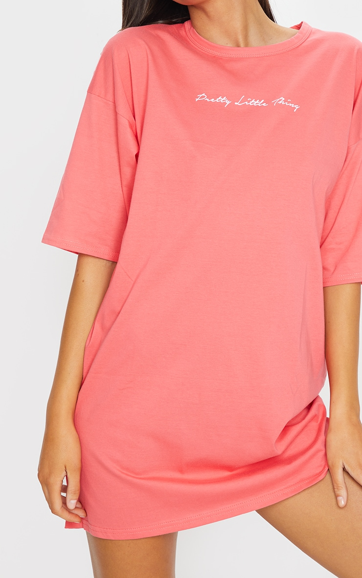 PRETTYLITTLETHING Coral Slogan Oversized Boyfriend T Shirt Dress 4