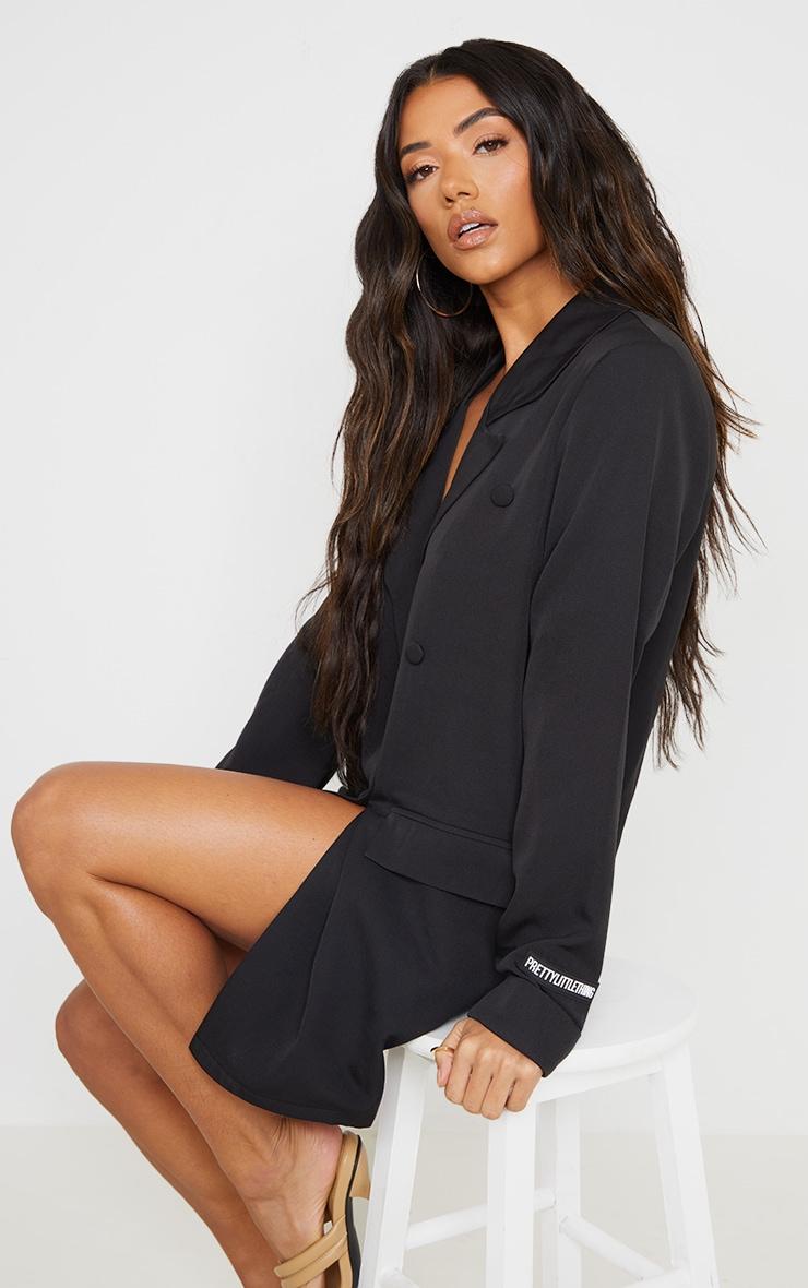 PRETTYLITTLETHING - Robe blazer noire à double boutonnière détail badge 1