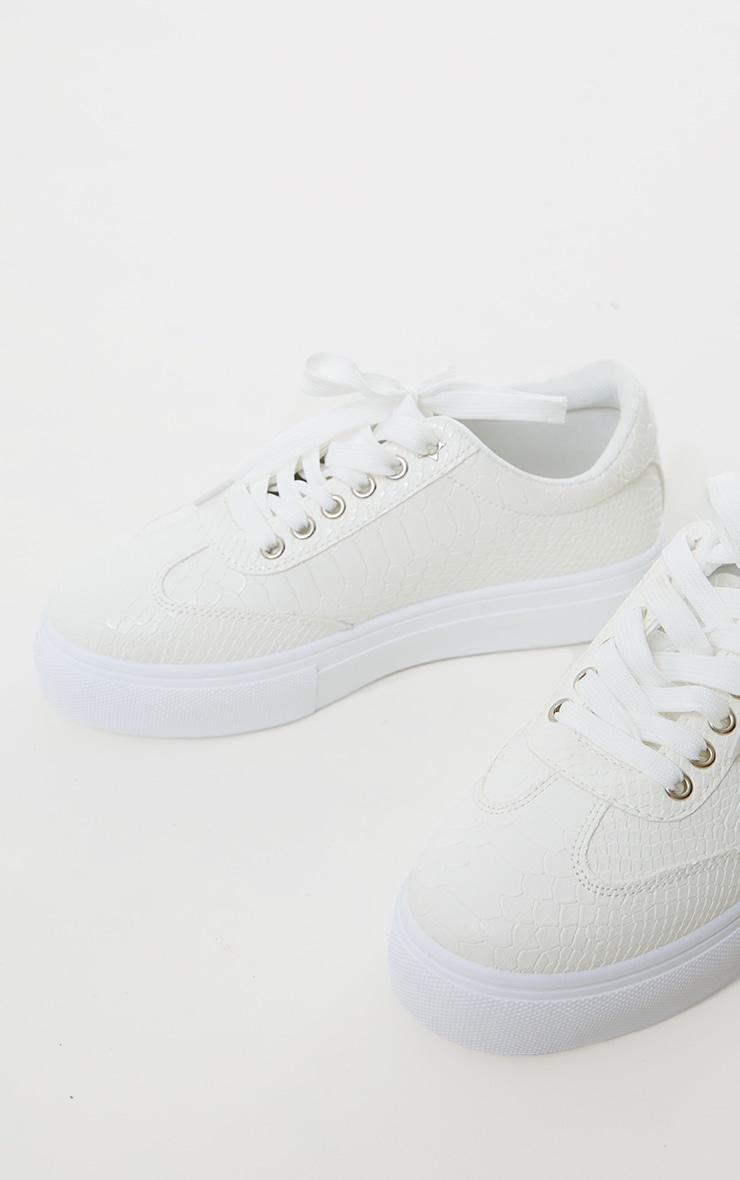 Baskets lacées blanches en croco à plateforme 3