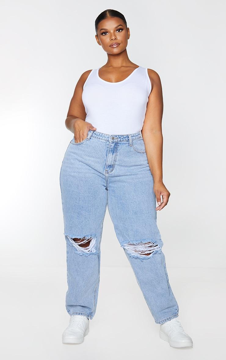 PRETTYLITTLETHING Plus Light Blue Wash Knee Rip Mom Jeans 1