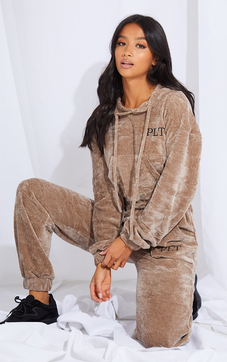 PRETTYLITTLETHING Petite Taupe Cropped Chenille Hoodie 3