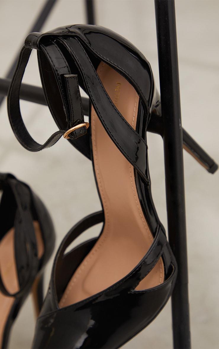 Escarpins pointure large vernis noirs découpés à bout métallique et talon 4