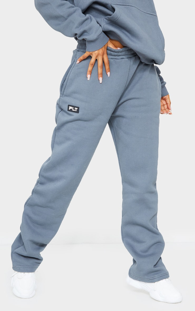 PRETTYLITTLETHING Grey Badge Detail Straight Leg Jogger 2