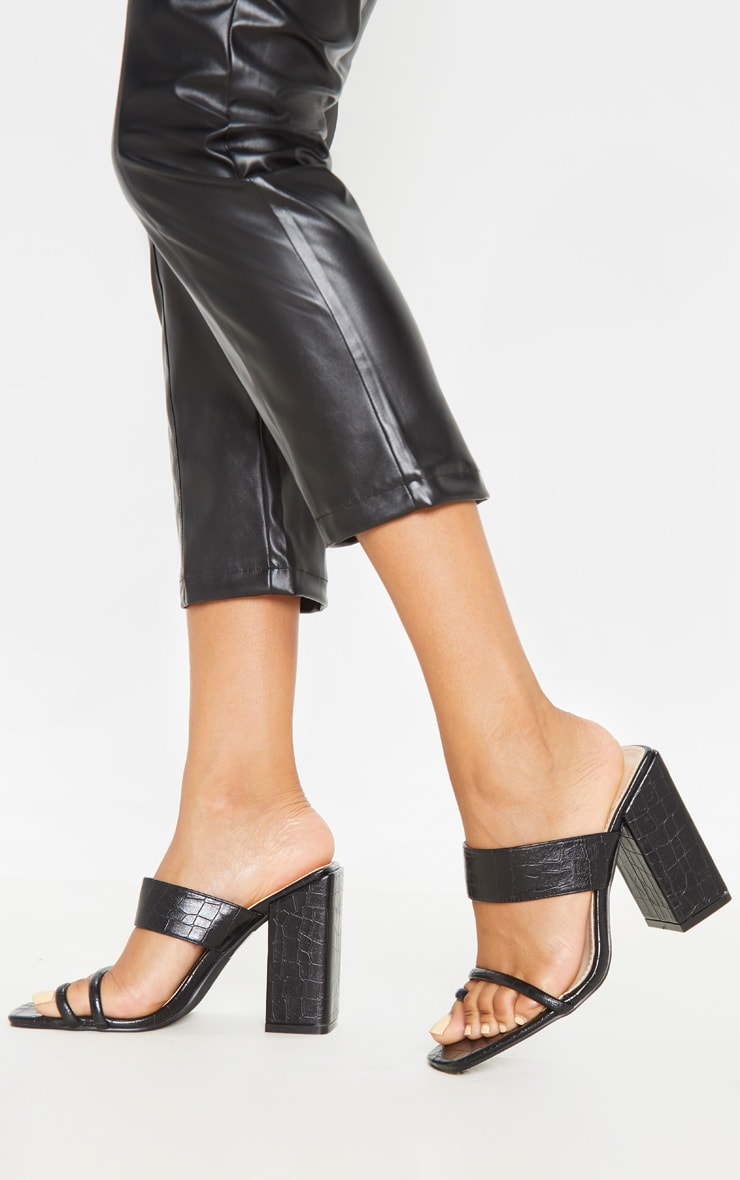 Black Chunky Block Heel Toe Loop Sandal 1