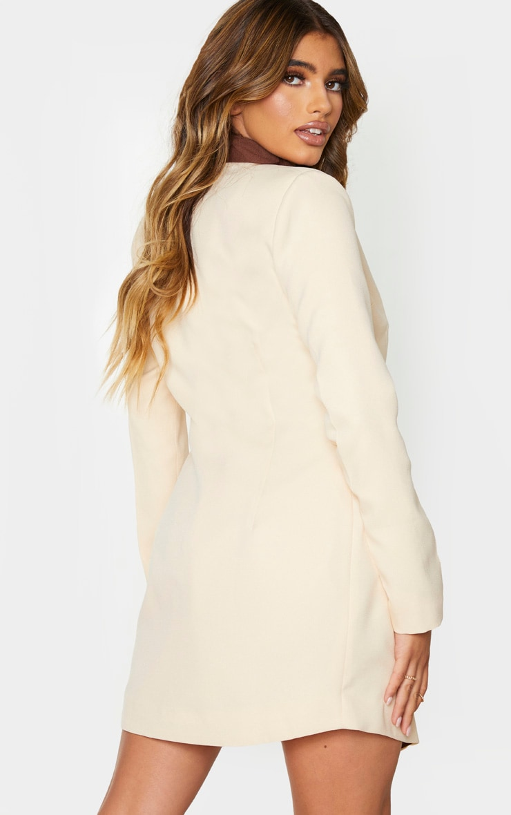 Robe blazer crème à boutons dorés et parties contrastées 2