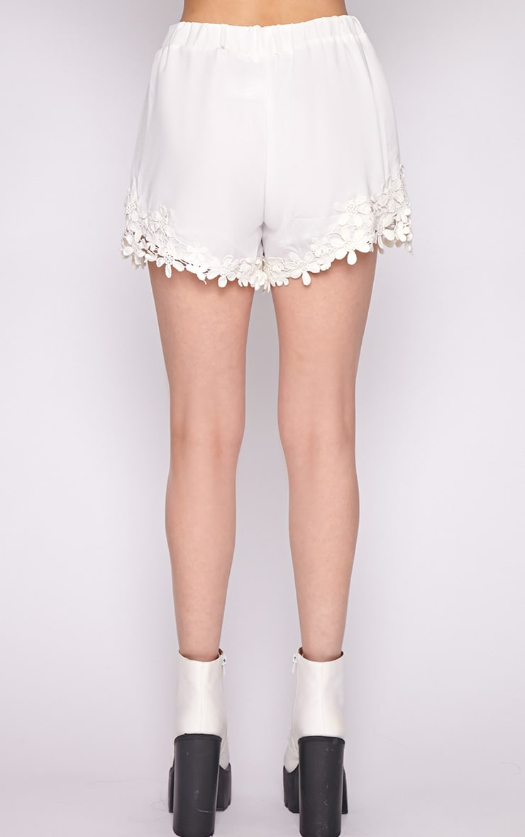 Lyra White Floral Trim Short -M/L 4