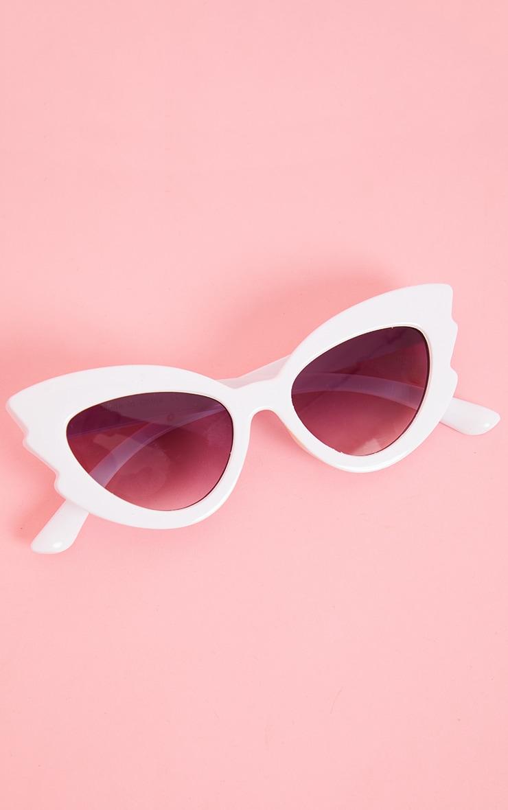 White Winged Cat Eye Sunglasses 3