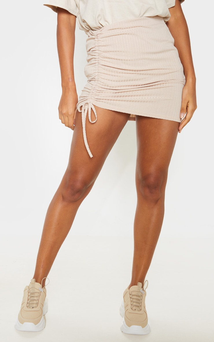 Mini-jupe marron clair à détail froncé 2