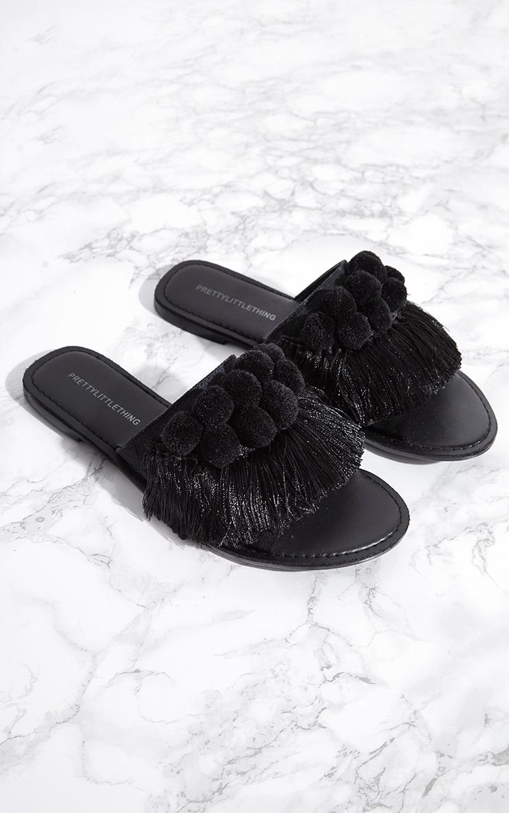Sandales noires à pompons