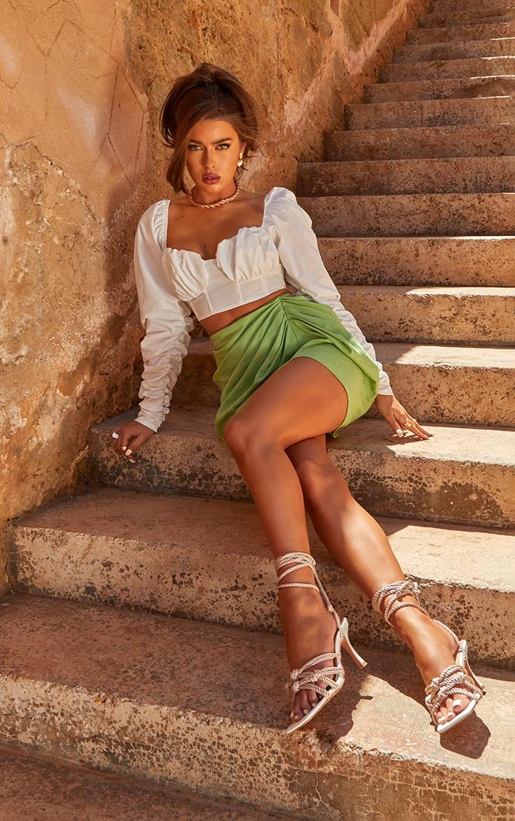 Mini-jupe vert sauge froncée sur le côté