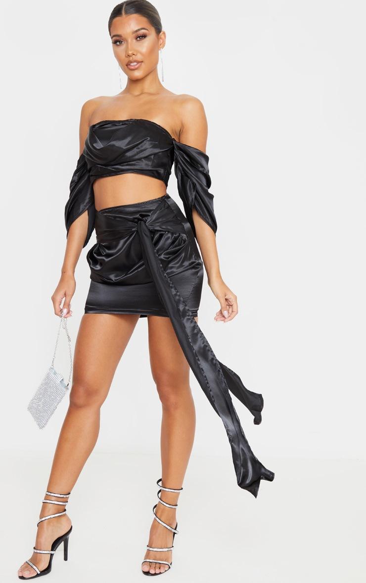 Mini-jupe satinée froncée noire à nouer 4