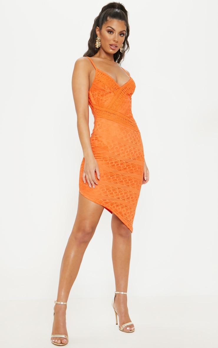 bf65dd3f34a Robe mi-longue asymétrique orange en dentelle et à liseré brodé image 1