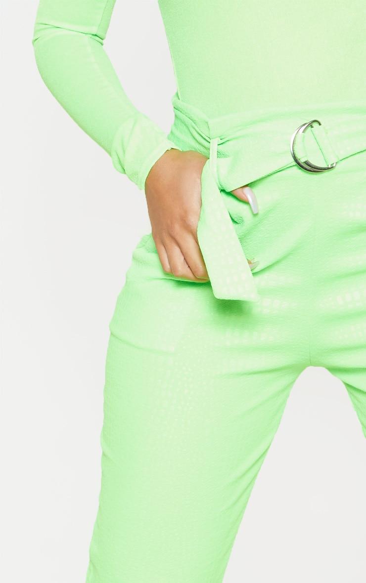 Pantalon cigarette vert citron fluo imprimé croco et ceinture boucle en D 5