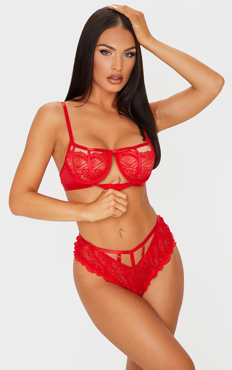 Red Scallop Lace Strapping Underwired Lingerie Set 3