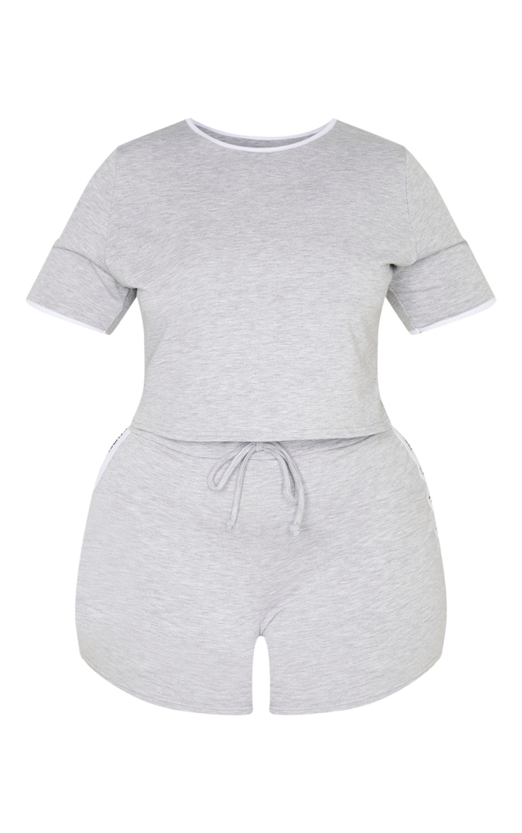 PRETTYLITTLETHING Plus - Ensemble de pyjama gris short + tee-shirt  3