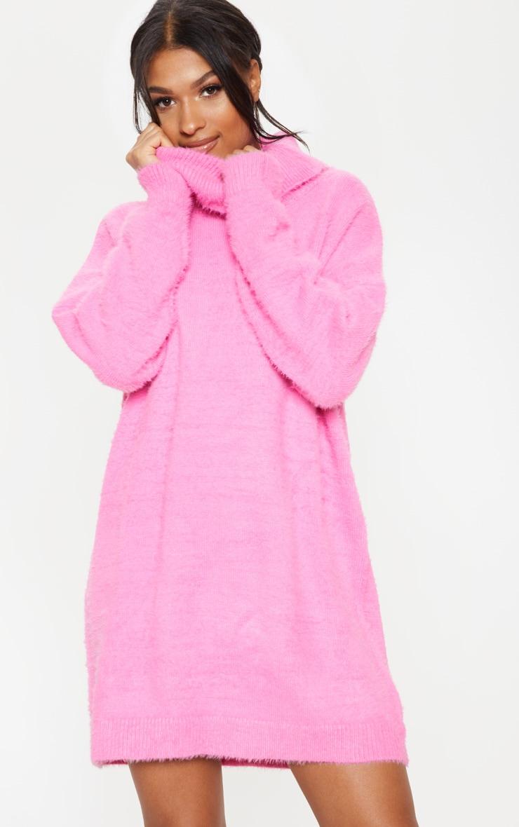 b3f74247a63c Robe pull en maille rose à col haut. Tricots