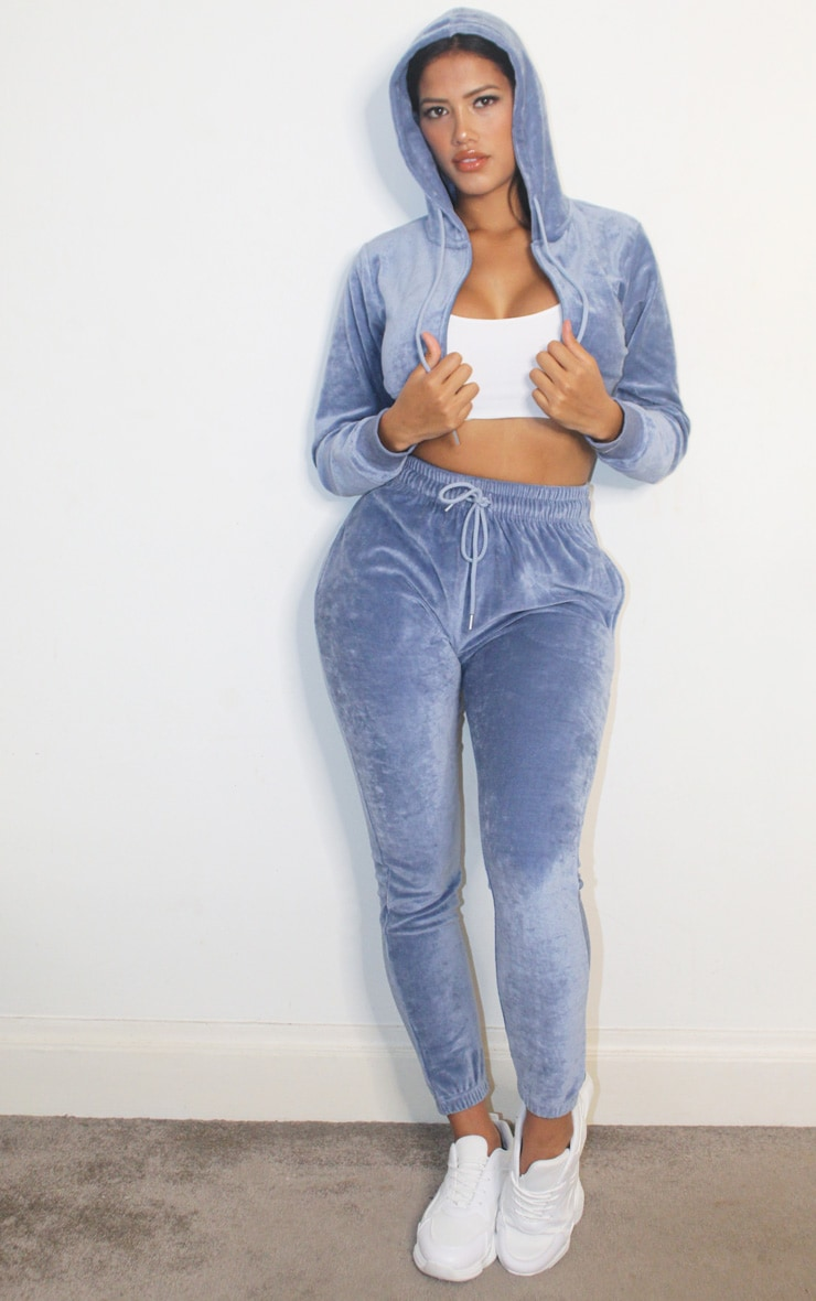 PRETTYLITTLETHING Shape Dusty Blue Velour Extreme Crop Sweater 3