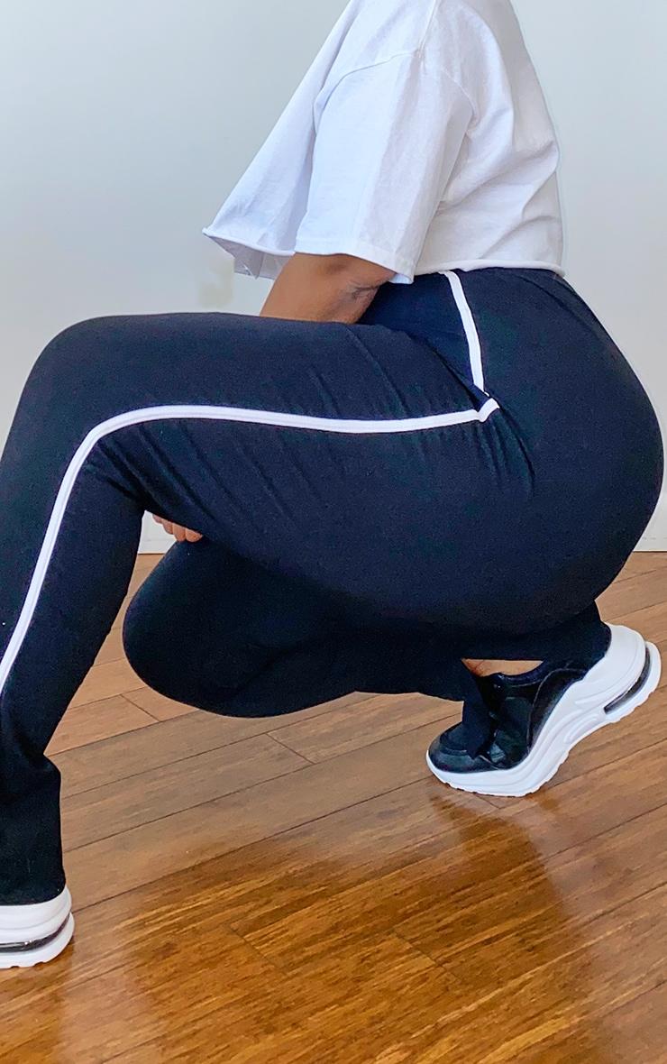 PLT Plus - Pantalon noir à bandes sport sur le côté et détail fendu 4