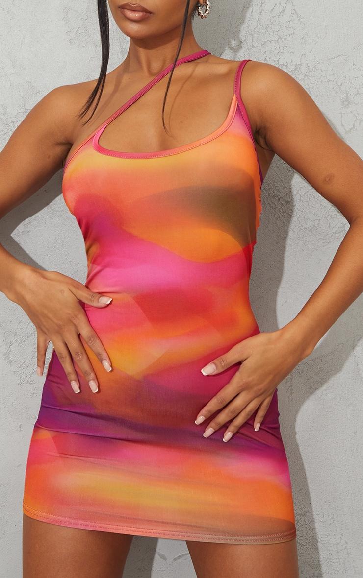 Robe moulante asymétrique rose imprimé abstrait slinky détail bretelles 4