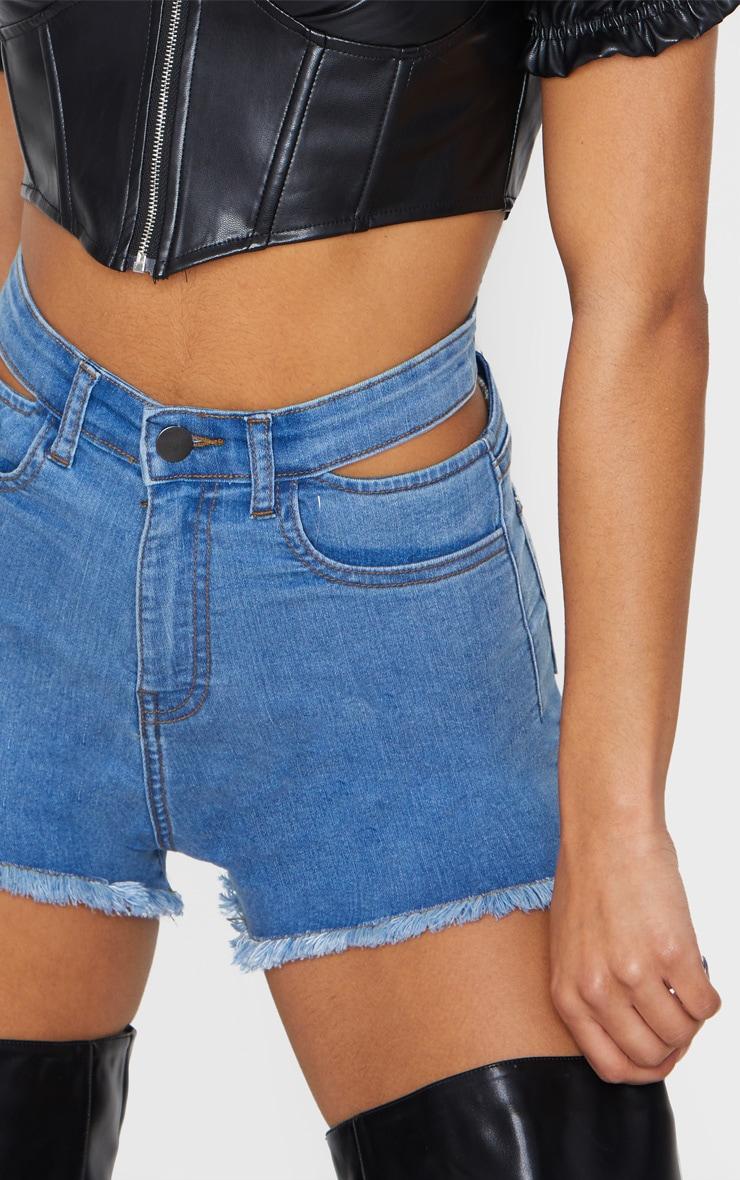 Short disco en jean moyennement délavé à taille découpée 5