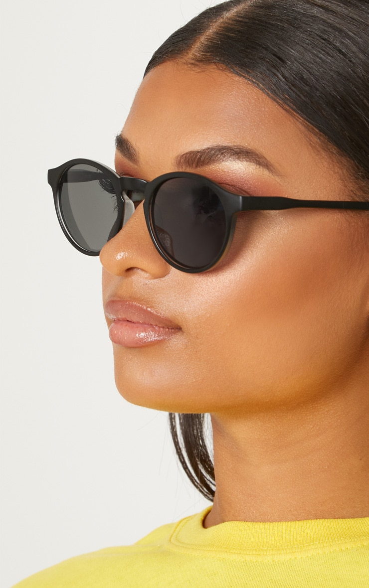 Black Chunky Round Sunglasses 2