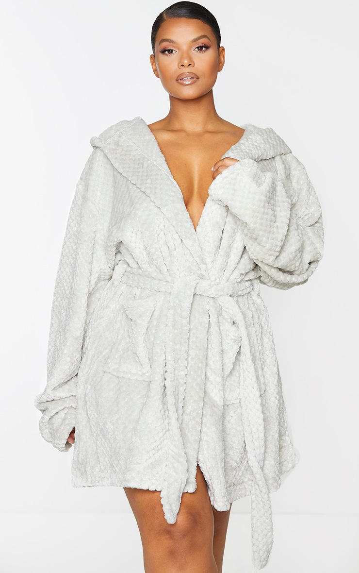 PRETTYLITTLETHING Plus Light Grey Textured Fluffy Dressing Gown 3
