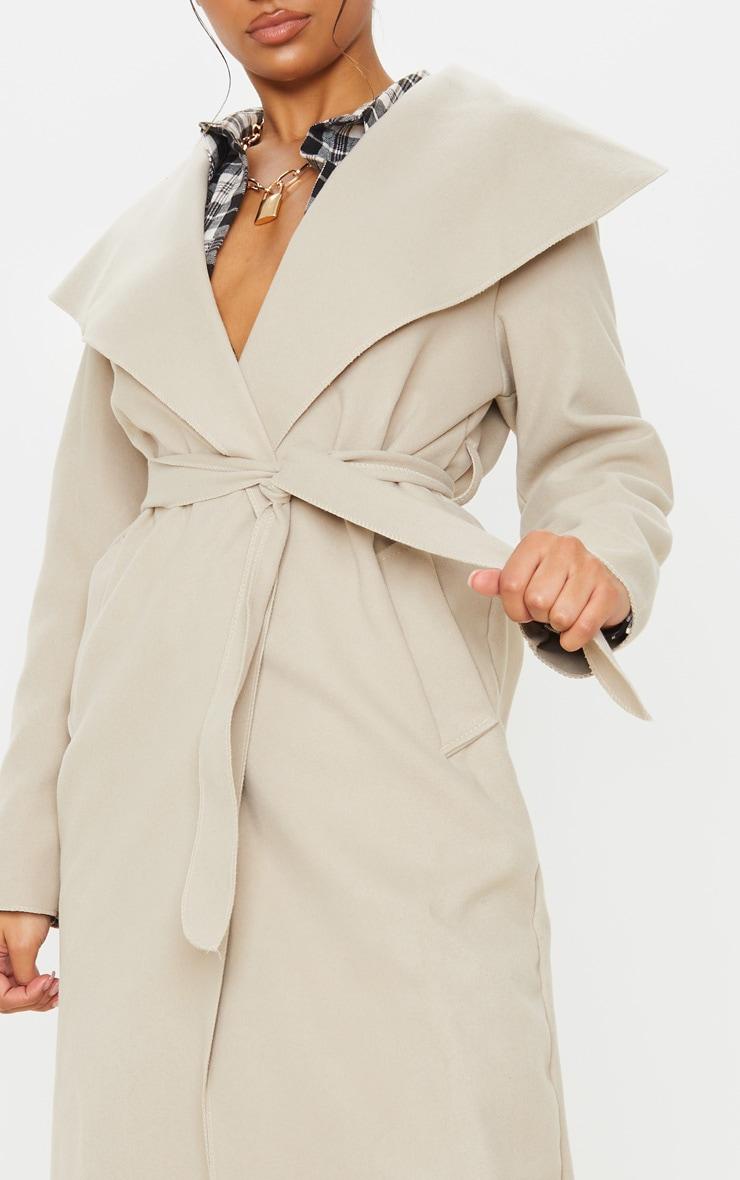 Manteau oversize effet cascade beige à ceinture 5