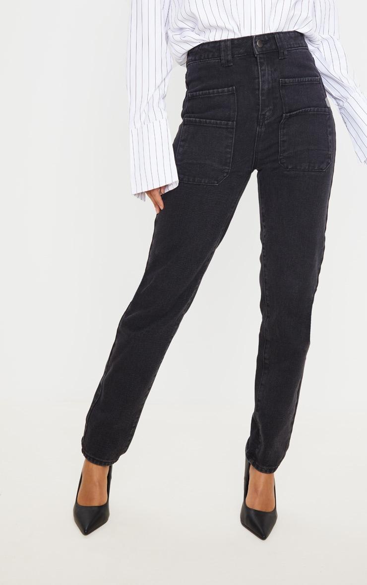 Jean droit noir délavé à détail poche 2