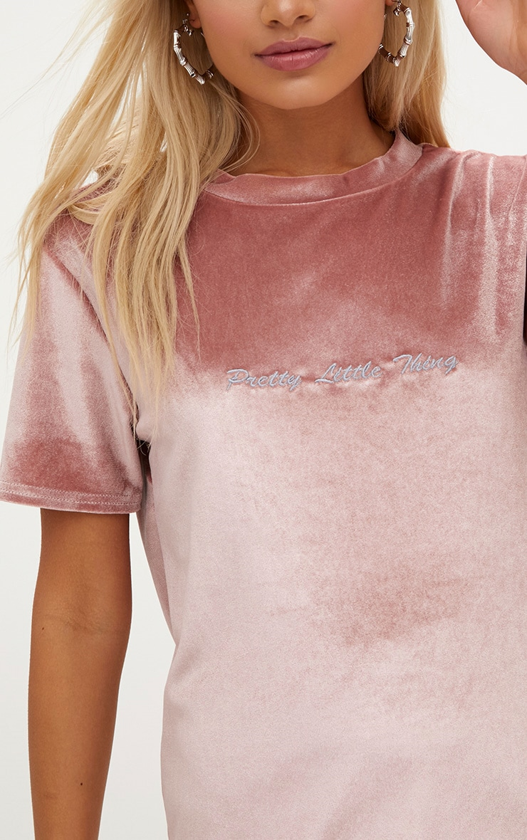 PRETTYLITTLETHING Blush Embroidered Logo Velvet T Shirt  5
