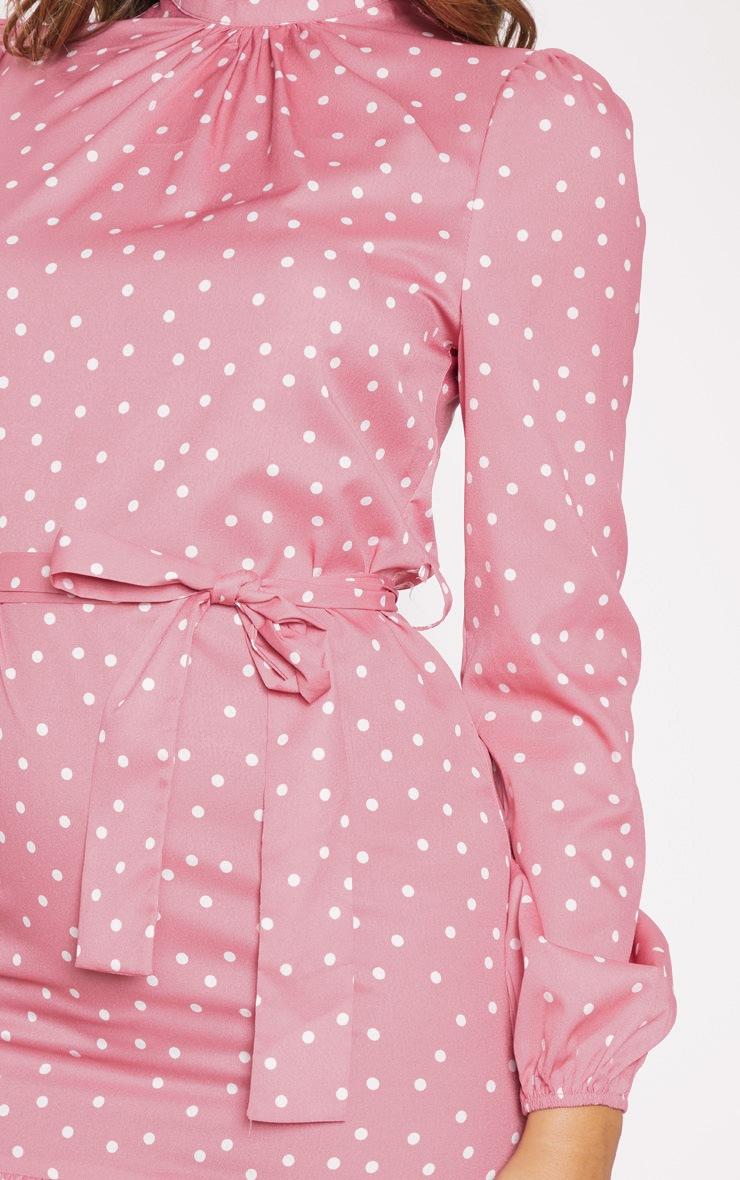 Robe blouse rose à pois à manches longues et col haut 5