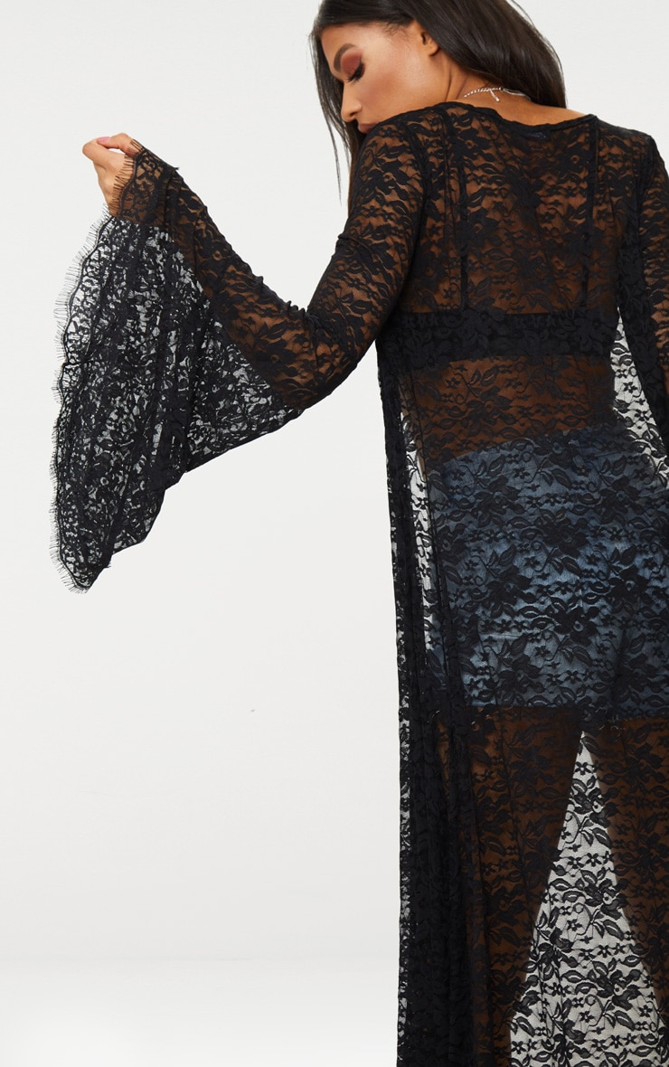 Kimono long en dentelle noire et manches évasées 4