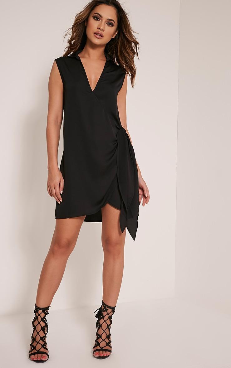 Shaylene robe chemise sans manches noire en satin à cordon à nouer à la taille 1